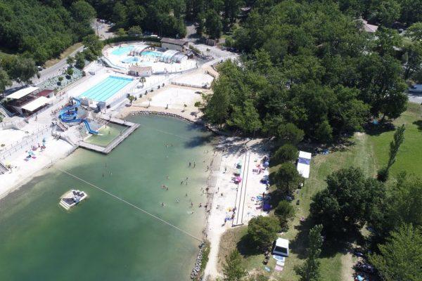 La vue du lac et des 4 piscines